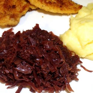 WARM RED CABBAGE WITH BLACKCURRANT