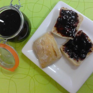 BLACKCURRANT AND WINE JAM