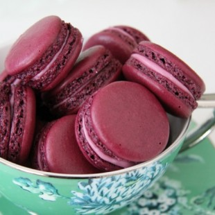 BLACKCURRANT MACAROONS