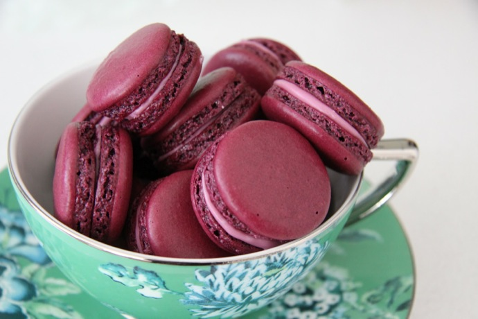 blackcurrant-macaroons