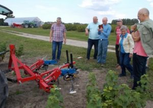 weeding machine and visitors of the Kgrozeme farm