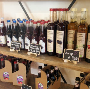 shelf with blackcurrant products from Aronia-Bauer