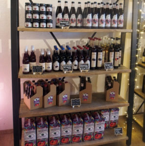shelf with products at Aronia-Bauer Christoph Reinhart' farm shop